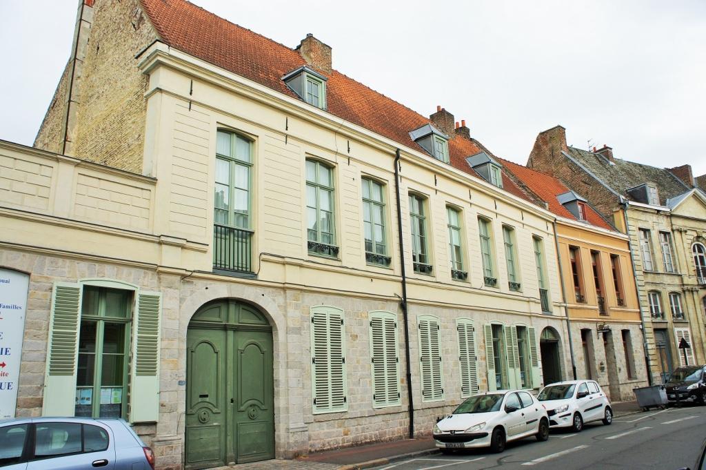 Hôtel avec porte cochère - règlement de 1718