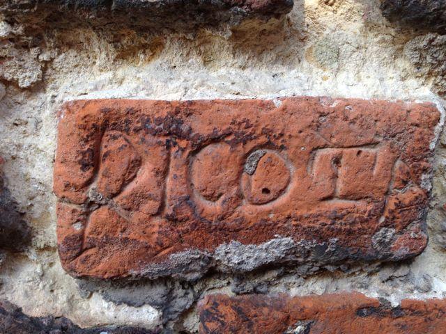 Graffiti dans la Brique porte de Valenciennes - Ville de Douai