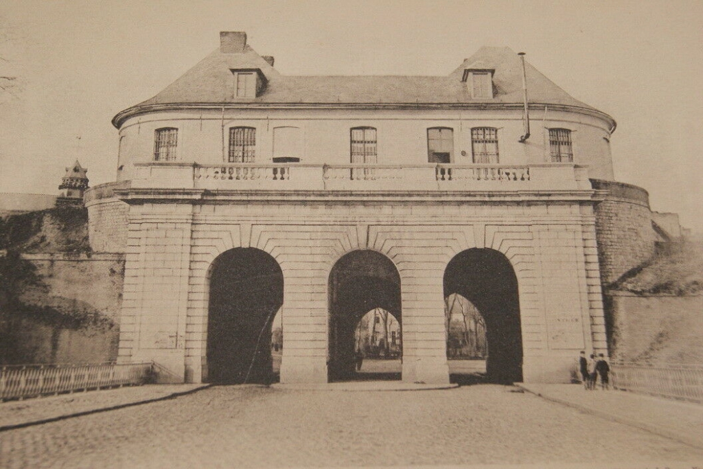 Douai image de la porte de Valenciennes dans les fortifications - Photo-Augustin Boutique